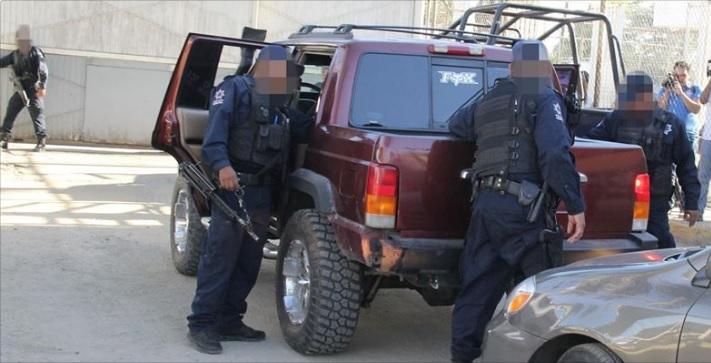 Policías estatales refuerzan la seguridad en el penal de Aguaruto, Sinaloa; fuerzas federales toman el control del exterior del penal (Twitter @sspsinaloa1)