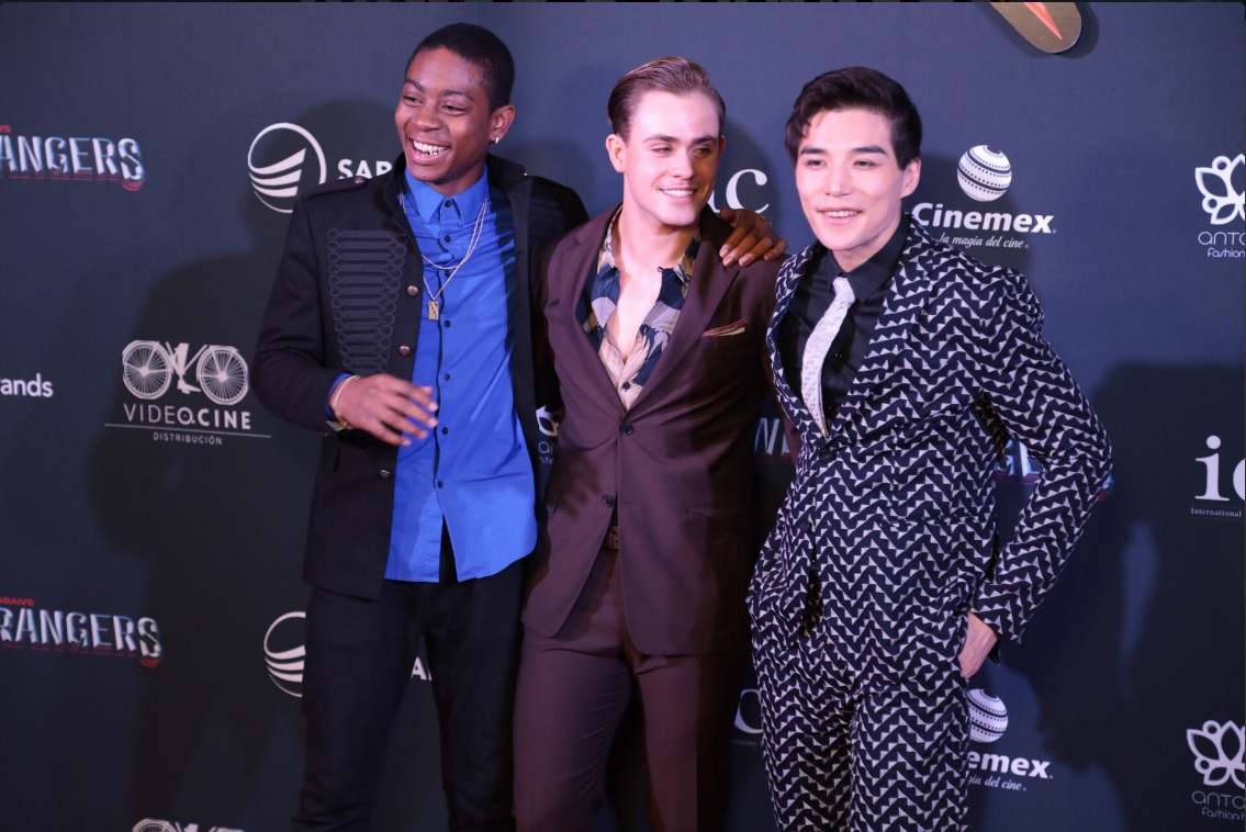 Rj Cyler, Dacre Montgomery y Ludi Lin, protagonistas de los Power Rangers en la alfombra roja, en México (Twitter @Videocine)