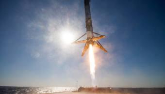 Primer viaje de un cohete Falcon 9 reutilizado por SpaceX fue un éxito.