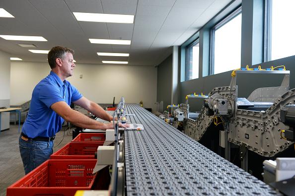 La producción por hora por trabajador, subió a una tasa anualizada de 1.3% (Getty Images)