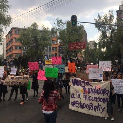 Mujeres protestan contra amparo otorgado a uno de 'Los Porkys'
