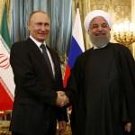El presidente ruso Vladimir Putin estrecha la mano de su homólogo iraní, Hassan Rouhani, durante su reunión en el Kremlin en Moscú, Rusia (Reuters)