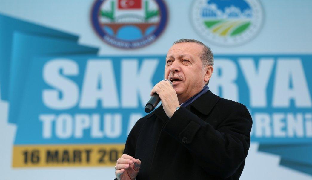 El presidente de Turquía, Tayyip Erdogan, habla durante un mitin en Sakarya (Reuters)