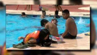 Niños regios visitan albercas; familias en Nuevo León disfrutan del fin de semana largo (Noticieros Televisa)