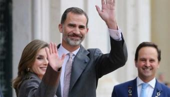 Los reyes de España visitan Lisboa; el rey Felipe y la reina Letizia se alojarán en el palacio de Buckingham durante su visita de Estado a Reino Unido (AP, archivo)