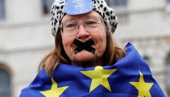 Un manifestante anti-Brexit en el Westminster el día en que la primera ministra Theresa May anunciará que ha desencadenado el proceso por el cual Gran Bretaña abandonará la UE (Reuters)
