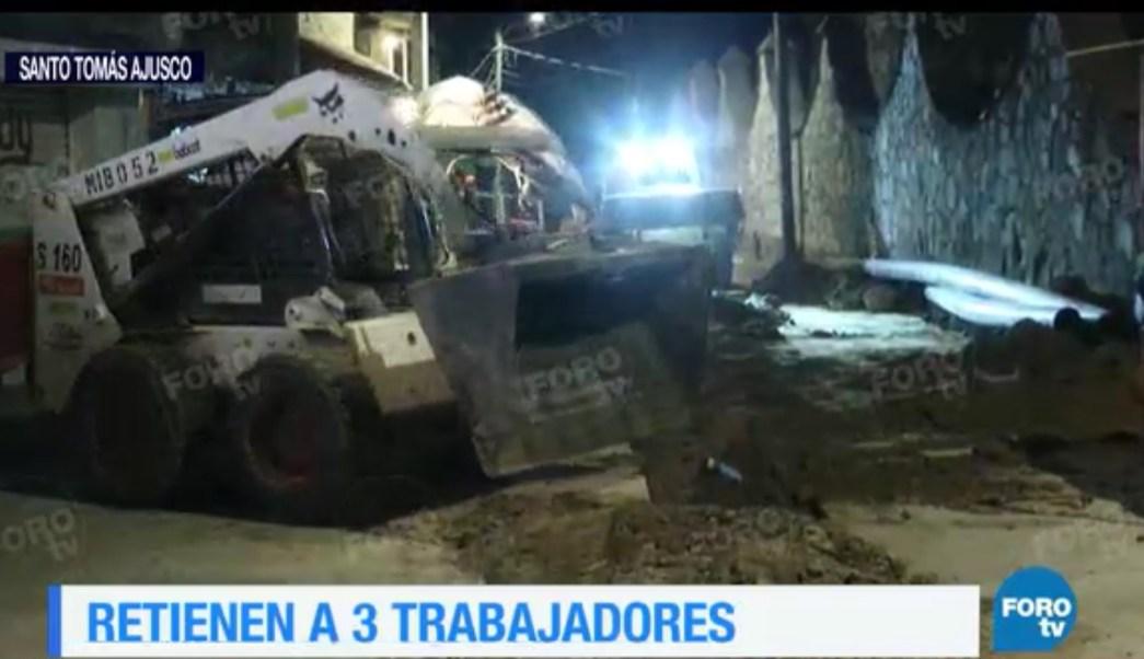 Pobladores exigen que se retire la tubería de la obra hidráulica. (FOROtv)
