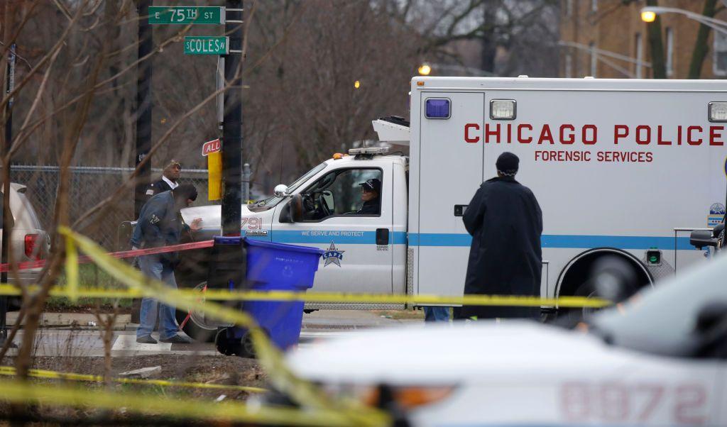 Servicios de emergencia de Chicago acudieron al barrio de South Shore.