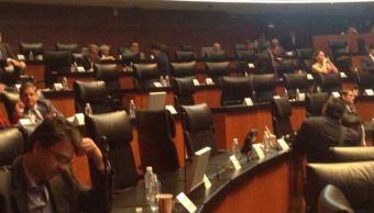Más de 20 senadores suben a la tribuna para debatir la Ley de Seguridad Interior y el papel de las Fuerzas Armadas en la lucha contra el crimen organizado, pero el debate termina por falta de quorum.(Twitter@LaydaSansores)