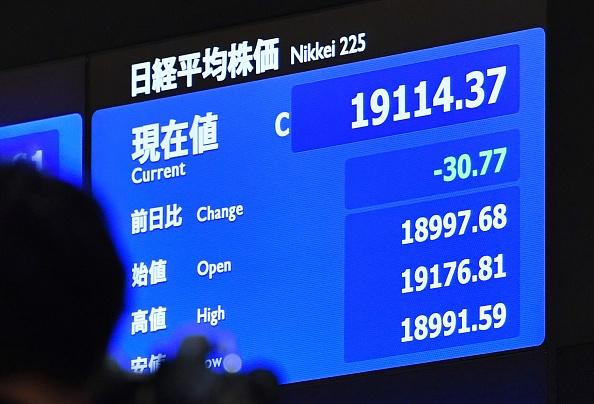 Tablero electrónico de la Bolsa de Tokio