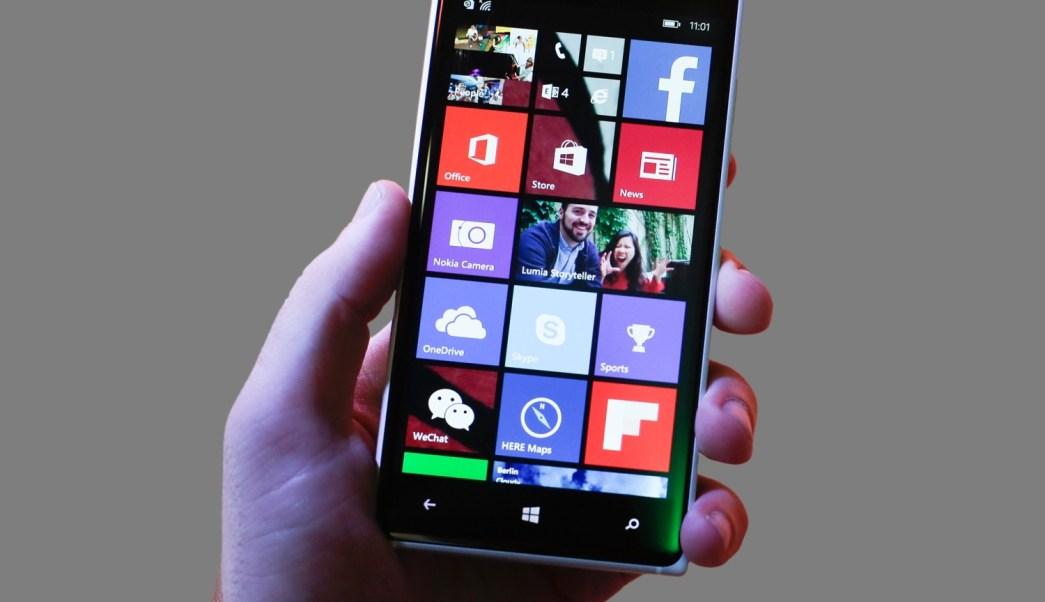 Teléfono celular con aplicaciones (AP, archivo)