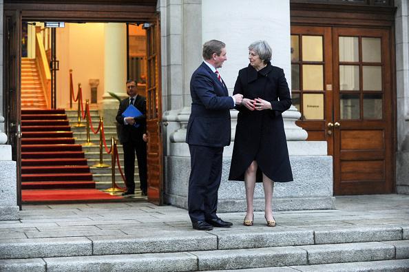 Theresa May, primera ministra de Reino Unido, y Enda Kenny, primer ministro de Irlanda. (Getty Images)