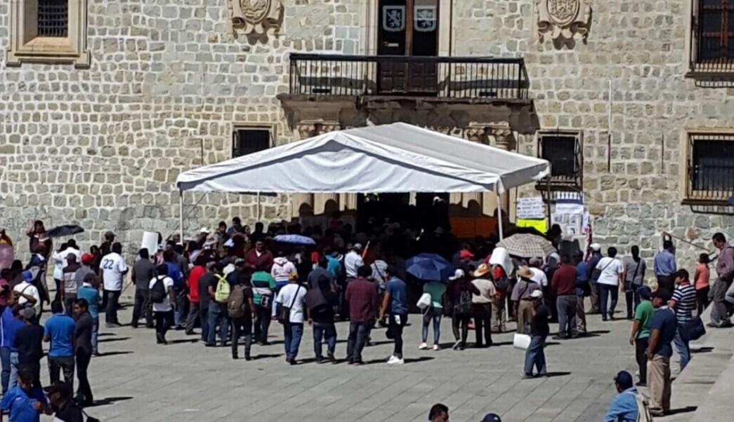 Cerca de cuatro mil trabajadores sindicalizados del Ayuntamiento de Oaxaca regresan a laborar tras 48 horas de paro.
