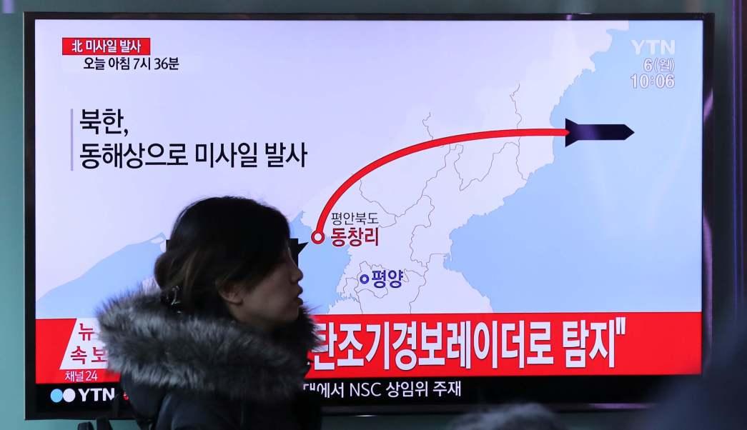 Tres de los proyectiles norcoreanos cayeron cerca de las costas de Japón.