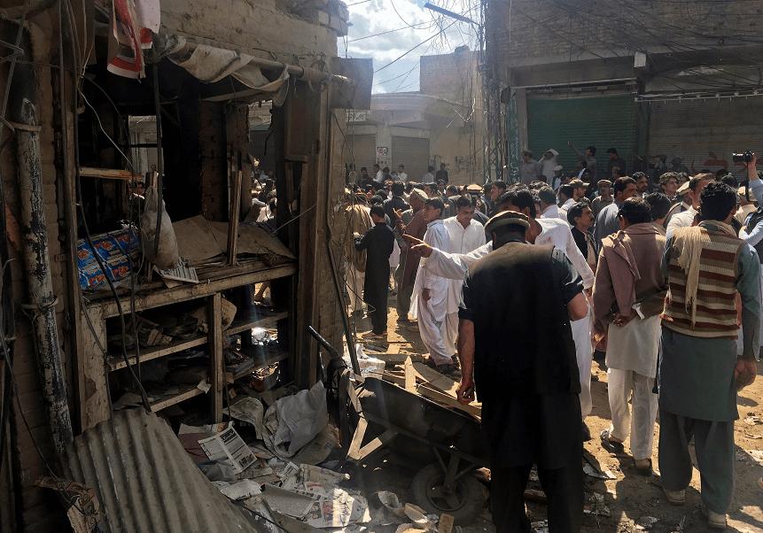 Un grupo talibán perpetra un atentado cerca de una mezquita chií para mujeres en Pakistán. (Reuters)