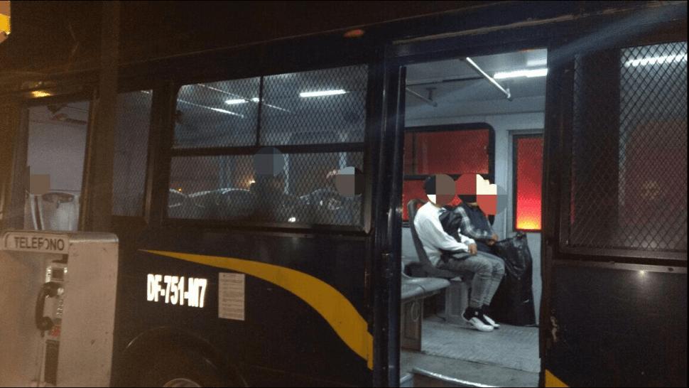 La Policía de la CDMX apoyó con transporte a usuarios del Metro Línea 3. (@SSP_CDMX)