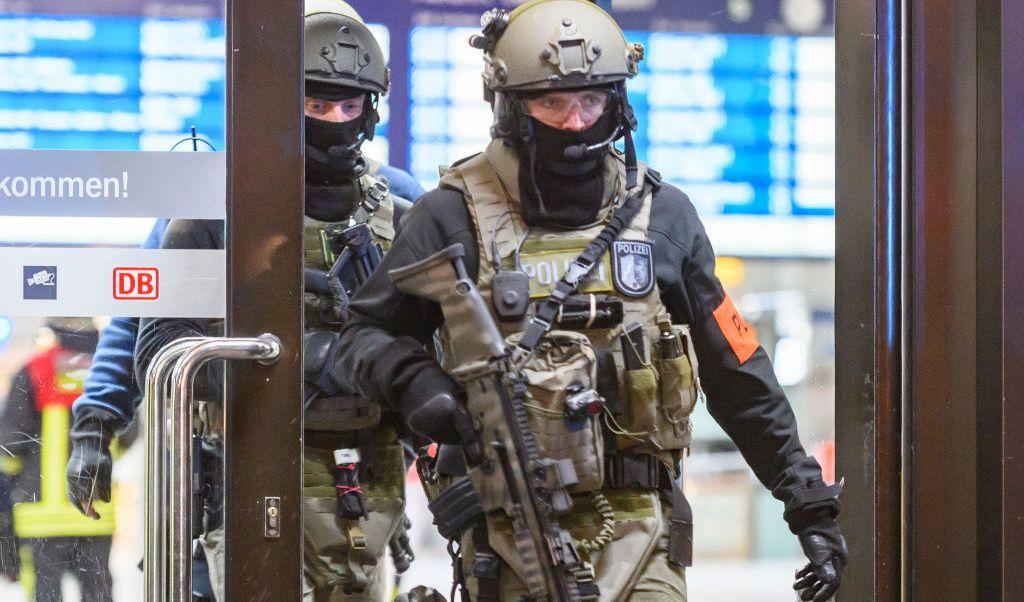 Varias personas fueron lesionadas con un hacha en la estación de tren Dusseldorf, en Alemania.