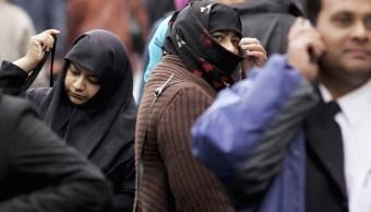 Mujeres musulmanas caminan en las calles de Londres, Inglaterra, con el 'hiyab' (Getty Images)
