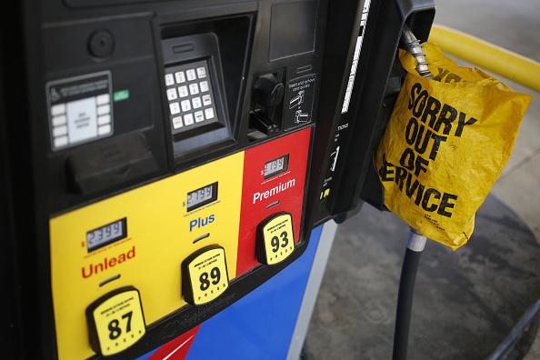 Una caída en los precios de las gasolinas en Estados Unidos impactó en el índice de precios al consumidor. (Getty Images)