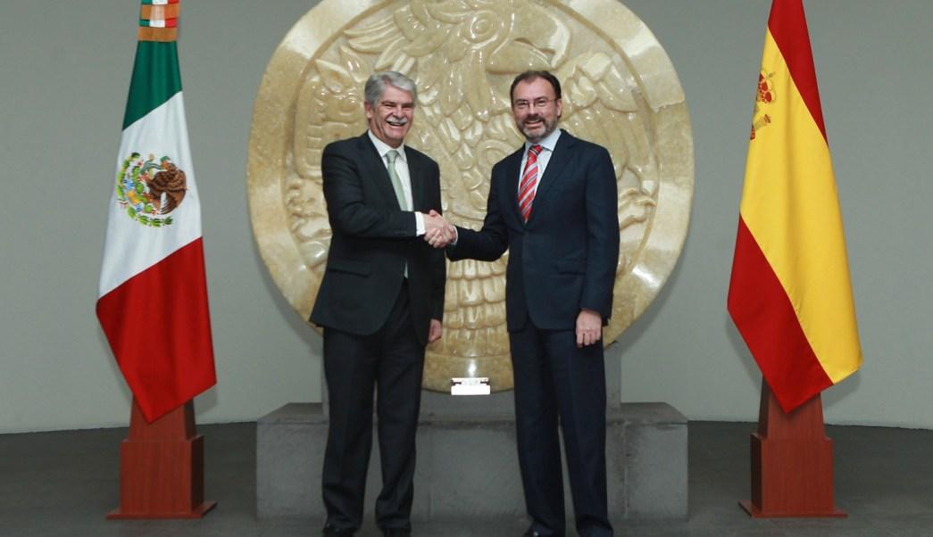El secretario de Relaciones Exteriores, Luis Videgaray, recibió al ministro de Relaciones Exteriores y Cooperación de España, Alfonso de María Dastis Quecedo, en las instalaciones de la SRE. (Notimex)