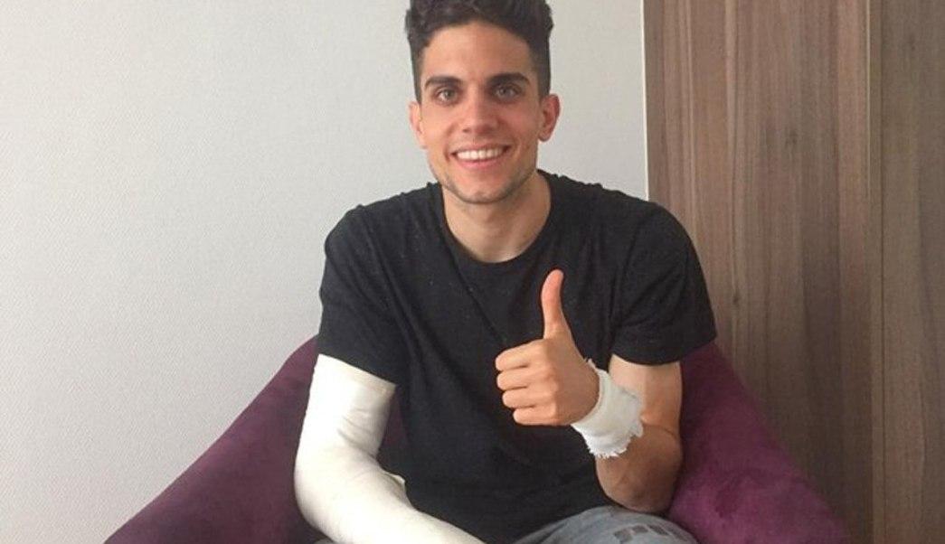 El jugador español del Borussia Dortmund Marc Bartra tras ser operado de una fractura en la muñeca derecha tras el atentado contra el autobús de su equipo. (EFE)