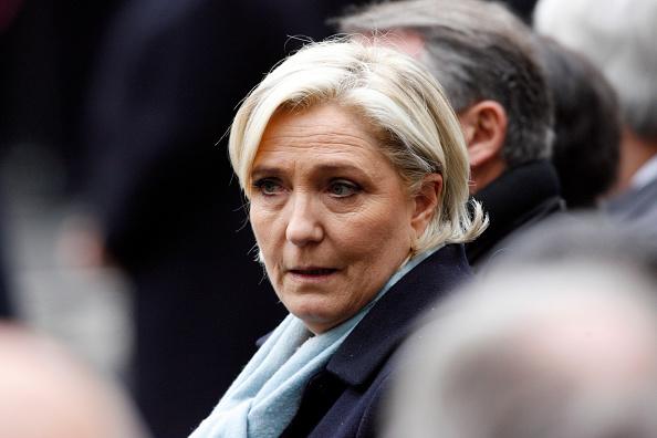 La candidata a la elección presidencial francesa Marine Le Pen asiste al homenaje realizado al policía caído en un atentado. (Getty Images/archivo)