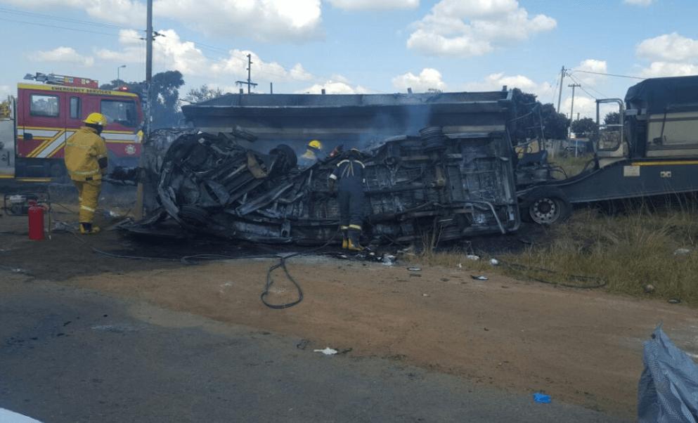 Accidente de autobús escolar en Sudáfrica deja al menos 20 muertos. (@ER24EMS )