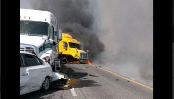 Choque múltiple en carretera Saltillo-Monterrey. (Twitter @rayelizalder)