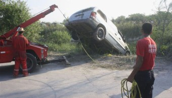 Dos personas murieron ahogadas y tres más resultaron heridas cuando su vehículo cayó al río Usumacinta, en Tabasco. (Noticieros Televisa)