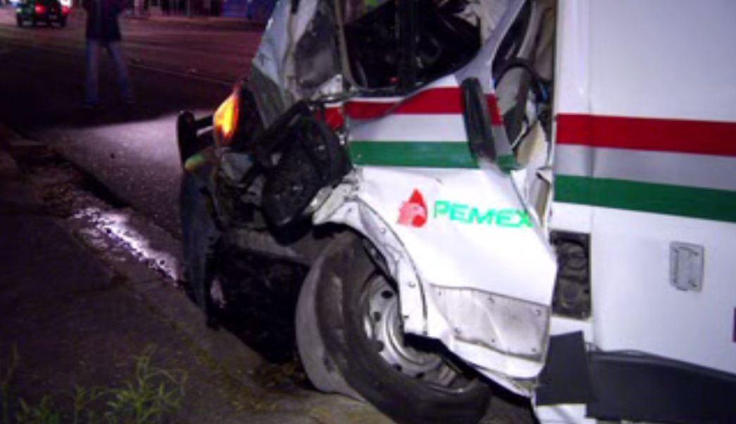 Ambulancia se impacta contra automóvil en la CDMX. (Noticieros Televisa)