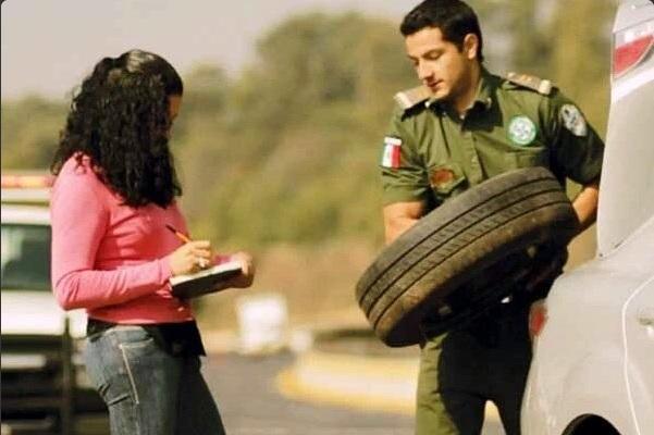 Personal de los Ángeles Verdes brinda atención a paseante (Twitter @AngelesVerdesMX)