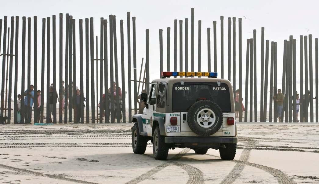 Actualmente la ciudad de El Paso, Texas, tiene un muro metálico en algunas zonas despobladas. (AP, archivo)