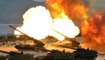 """Corea del Norte hace una """"Demostración Combinada de Fuego"""". (AP)"""