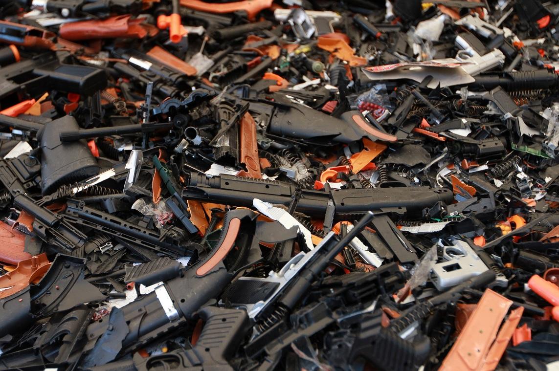 Destruye Profeco 2 mil juguetes réplicas de armas
