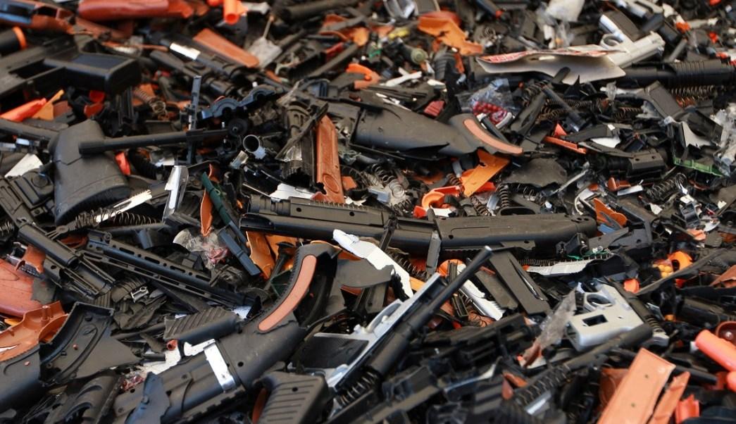 Profeco destruyó más de dos mil juguetes que eran réplicas casi exactas de armas de fuego. (Notimex)