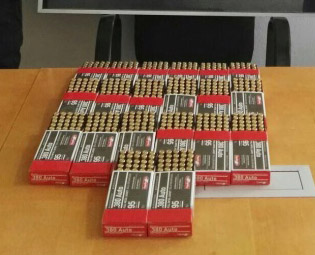 Aseguran en la carretera Mazatlán-Culiacán mil municiones dentro de vehículo de paquetería. (CNS)