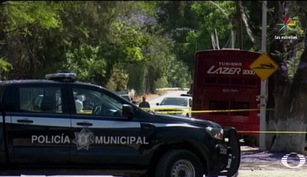Un menor de nueve años de edad y el chofer, de 35, resultaron heridos. (Noticieros Televisa)