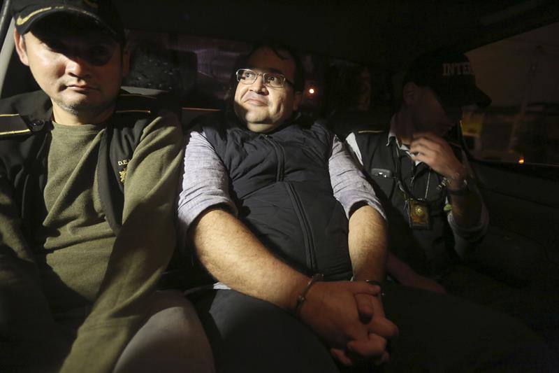 Javier Duarte, tras ser detenido en Panajachél, Guatemala. (EFE, archivo)
