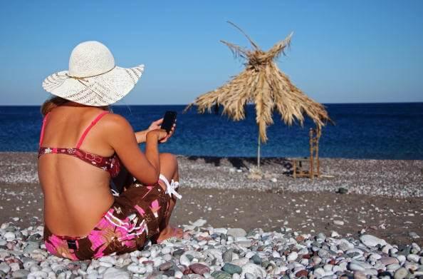 Existen diversos factores que predisponen el desarrollo del cáncer de piel, uno de los más importantes es la exposición al sol. (Getty images, archivo)