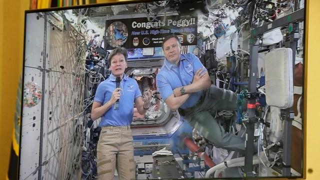 Peggy Whitson romper el récord de 534 días de tiempo acumulado en el espacio por un astronauta estadounidense (Reuters)