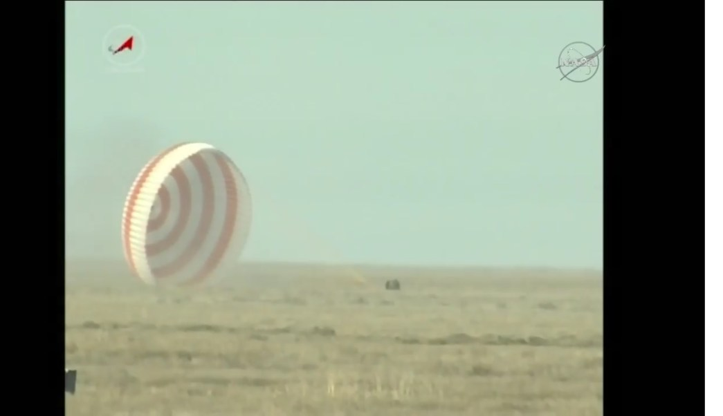 Aterriza con éxito la nave Soyuz MS-01 con tres tripulantes a bordo. (Twitter @NASA)
