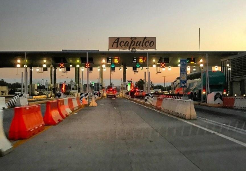 Carriles e la Autopista del Sol Twitter PorAcapulco