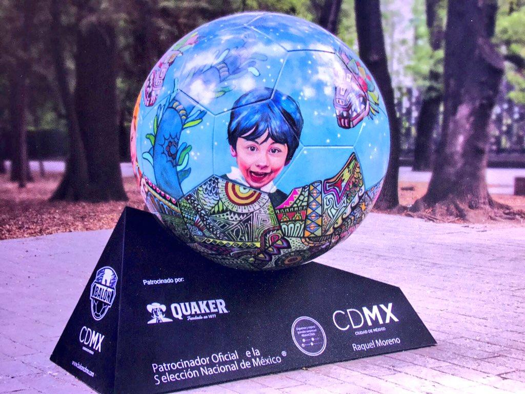 Balón monumental expuesto en la CDMX. (Twitter @TeletonMexico)
