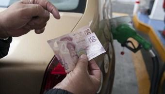En la Ciudad de México, a partir del jueves pasado y hasta el próximo martes, el costo de la gasolina Magna tiene un costo de entre 16.18 y 16.24 pesos (Getty Images)