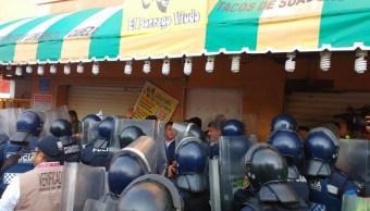 Elementos de la Policía capitalina y del Invea clausuran la taquería 'El Borrego Viudo' (Twitter @antonioaranda_)