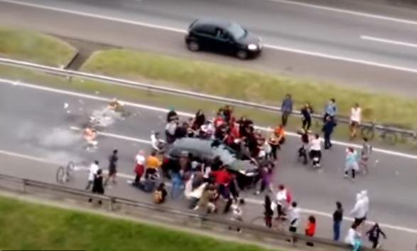 Brasil, conductor, arrolla, manifestantes, protestas, bloqueos,