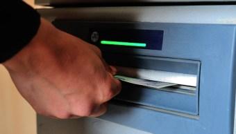 Usuarios de la banca tendrán a su disposición la red de cajeros automáticos. (Getty Images)