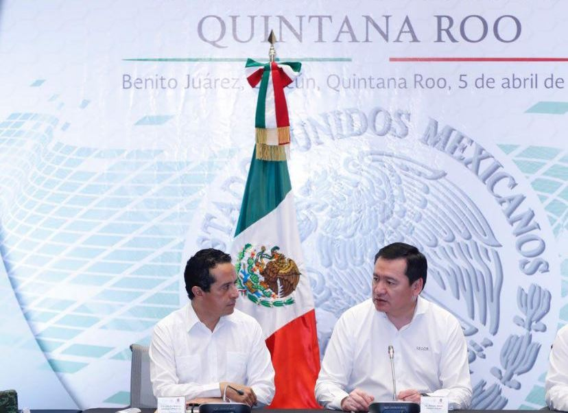 El gobernador Carlos Joaquín González y Miguel Ángel Osorio Chong, secretario de Gobernación, en reunión de seguridad de Quintana Roo (Twitter@CarlosJoaquin)