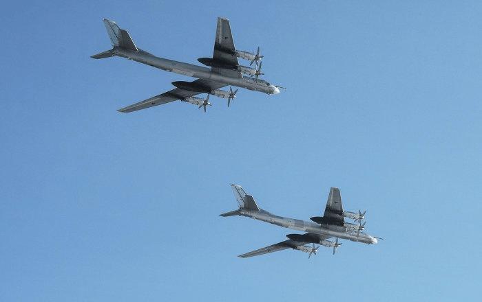 Cazas de combate estadounidense escoltan a bombarderos rusos en Alaska.