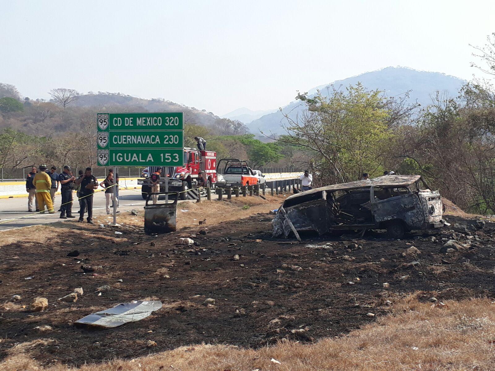 Hallan tres cuerpos sin vida sobre carretera del sur de México